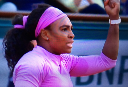 Serena Williams Defeats Victoria Azarenka In Tense Roland Garros Third Round
